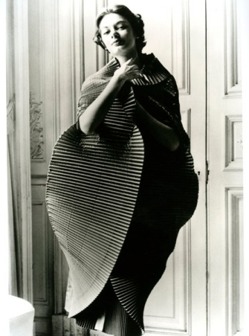 IMAGE-╕-Regi-Relang-Finely-Plissed-Dress-Opened-into-a-Cocoon-by-Elsa-Schiaparelli-1951