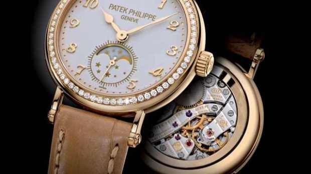 Patek_Philippe_Calatrava_Ref_7121_2_side_640_360_s_c1_center_center